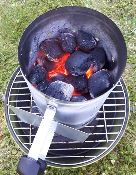 Anzündkamin für Kohlegrills