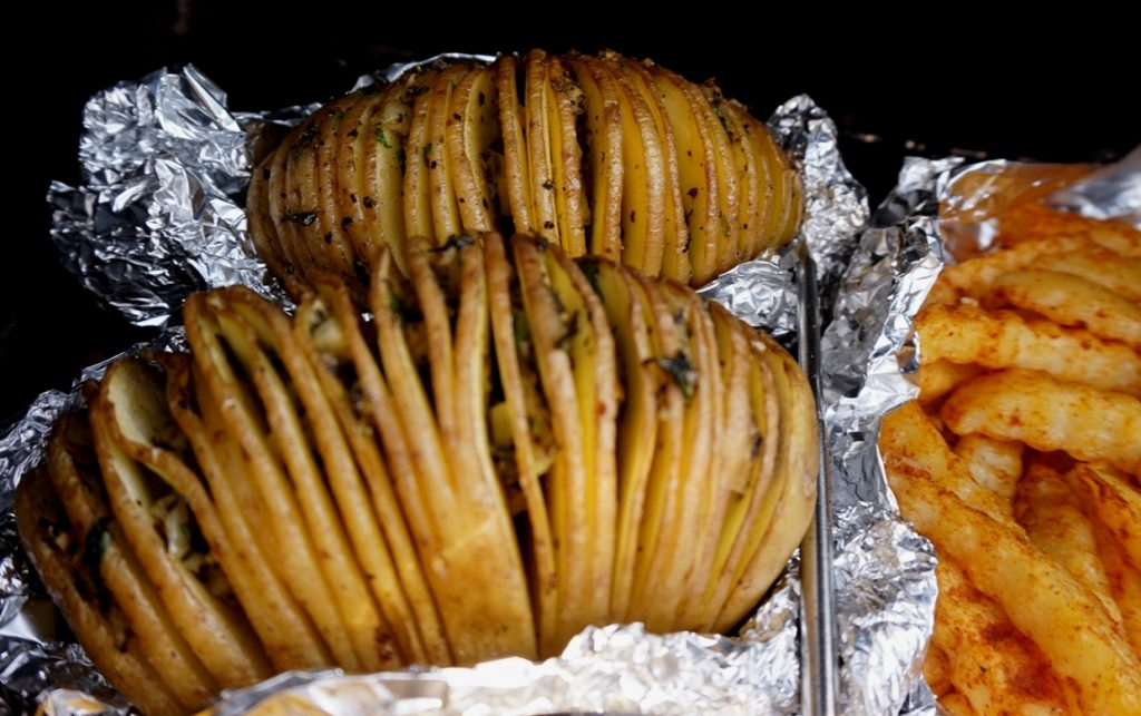 Fächerkartoffel als Burgerbeilage