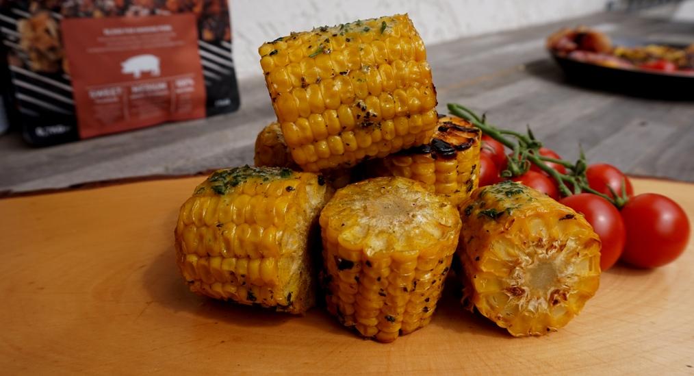 Maiskolben mit Kräuterbutter