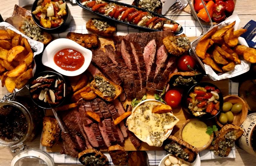 Flank Steak mit verschiedenen Beilagen