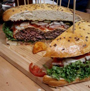 Ultimate Cheeseburger-Aufgeschnitten